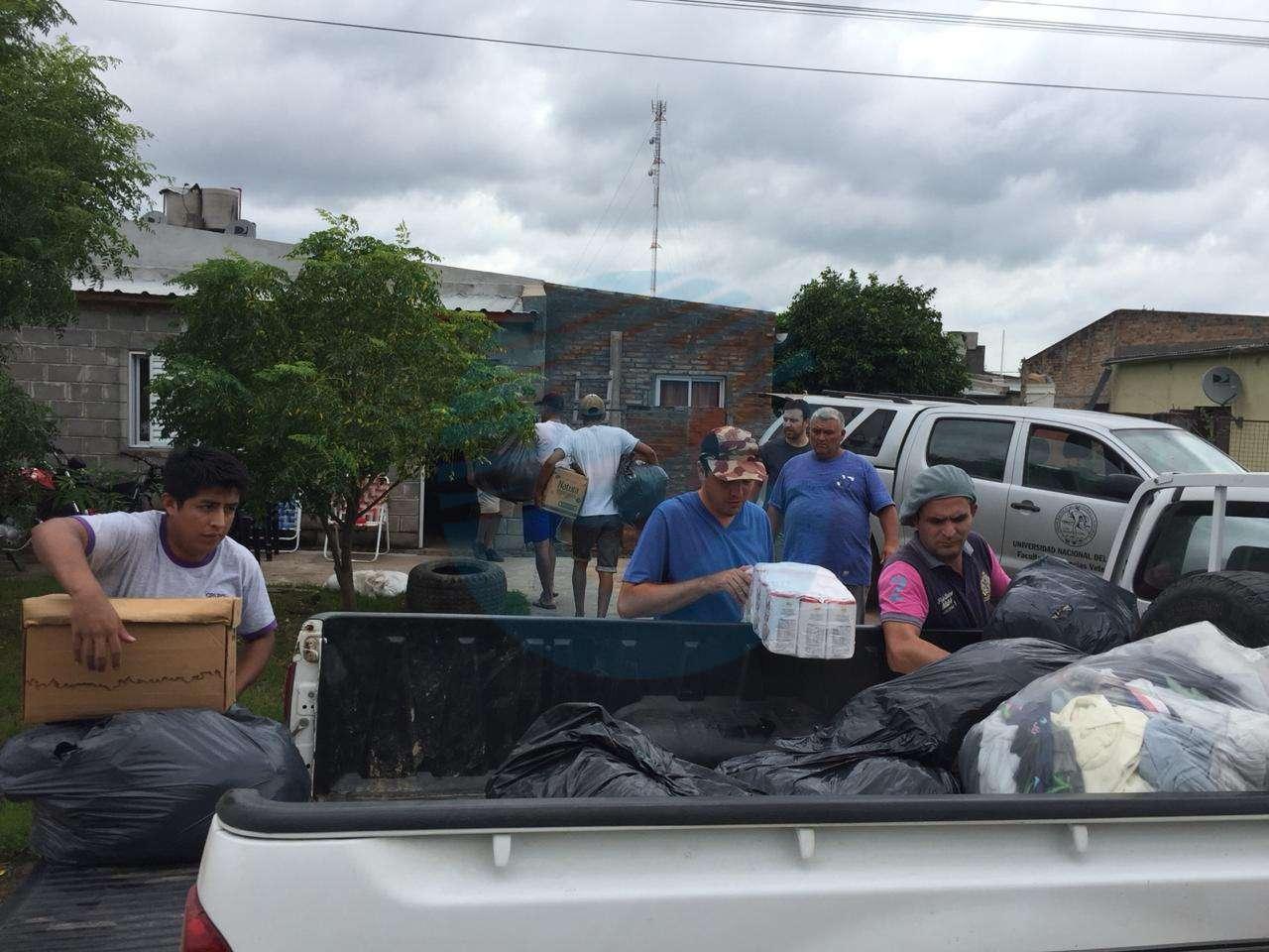 Las Facultades de Esperanza llevaron donaciones al norte de Santa Fe
