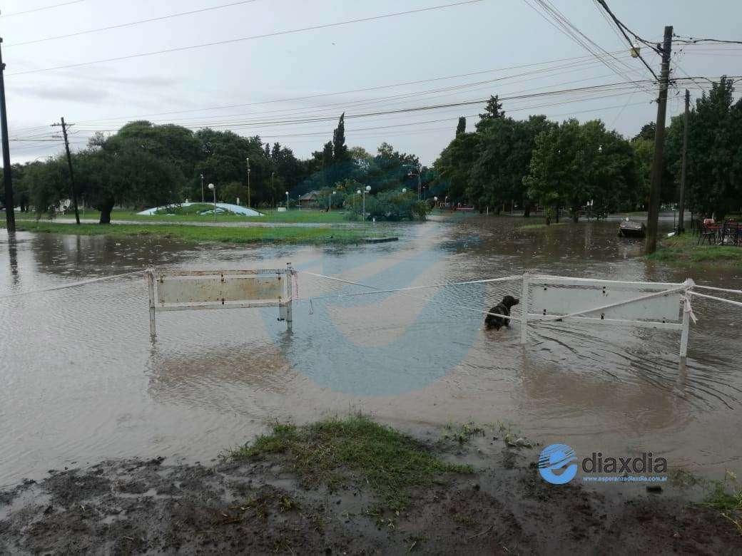 El temporal se sintió en Esperanza con calles anegadas y preocupación de vecinos