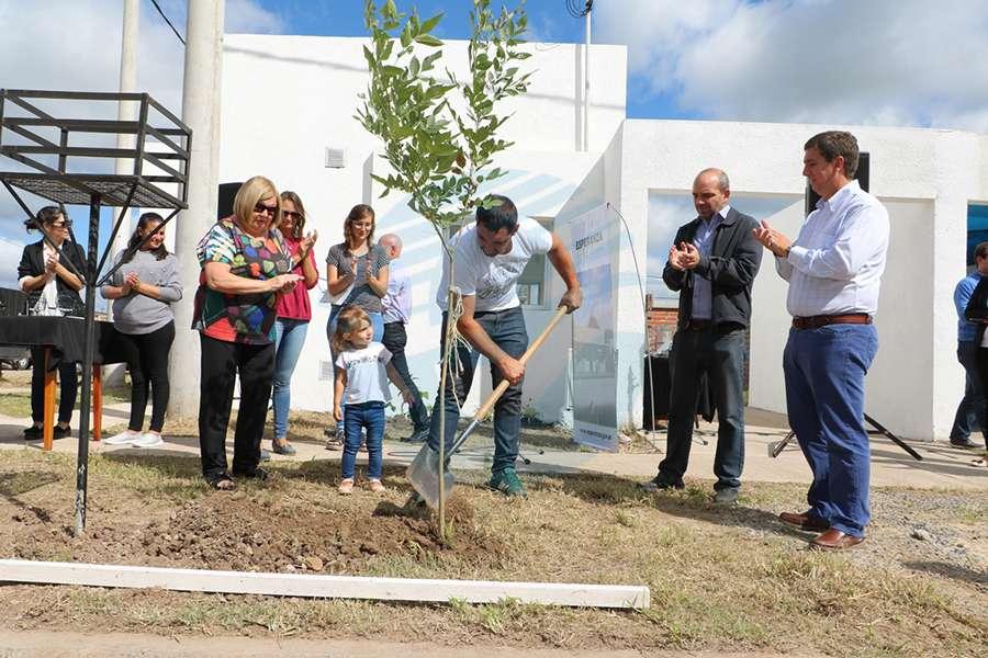 Entregaron una nueva vivienda del Inmuha en Esperanza
