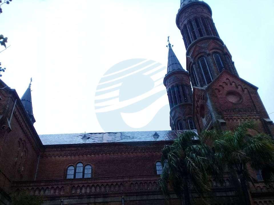 Tras los daños que ocasionó la tormenta, realizan trabajos de retechado en la Basílica