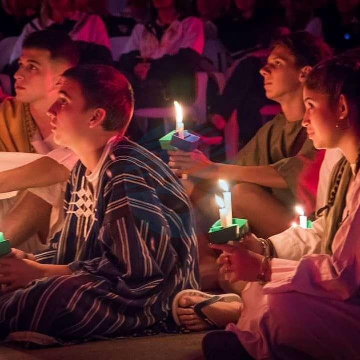 Emotivo Vía Crucis viviente en el Colegio San José