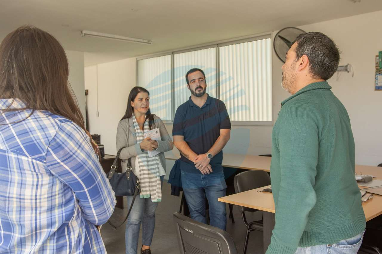 """El equipo de Cambiemos visitó la """"Casa de las Mascotas"""" de Santa Fe para trabajar la iniciativa en nuestra ciudad"""