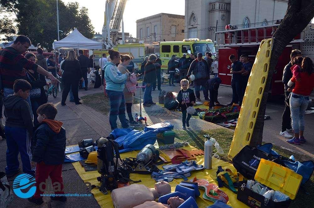 Bomberos Voluntarios celebraron su día con la comunidad